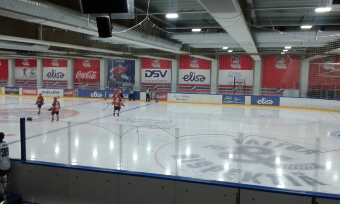 HIFK was leading the game 1-0 after first period with a goal by Otto Etelätalo.
